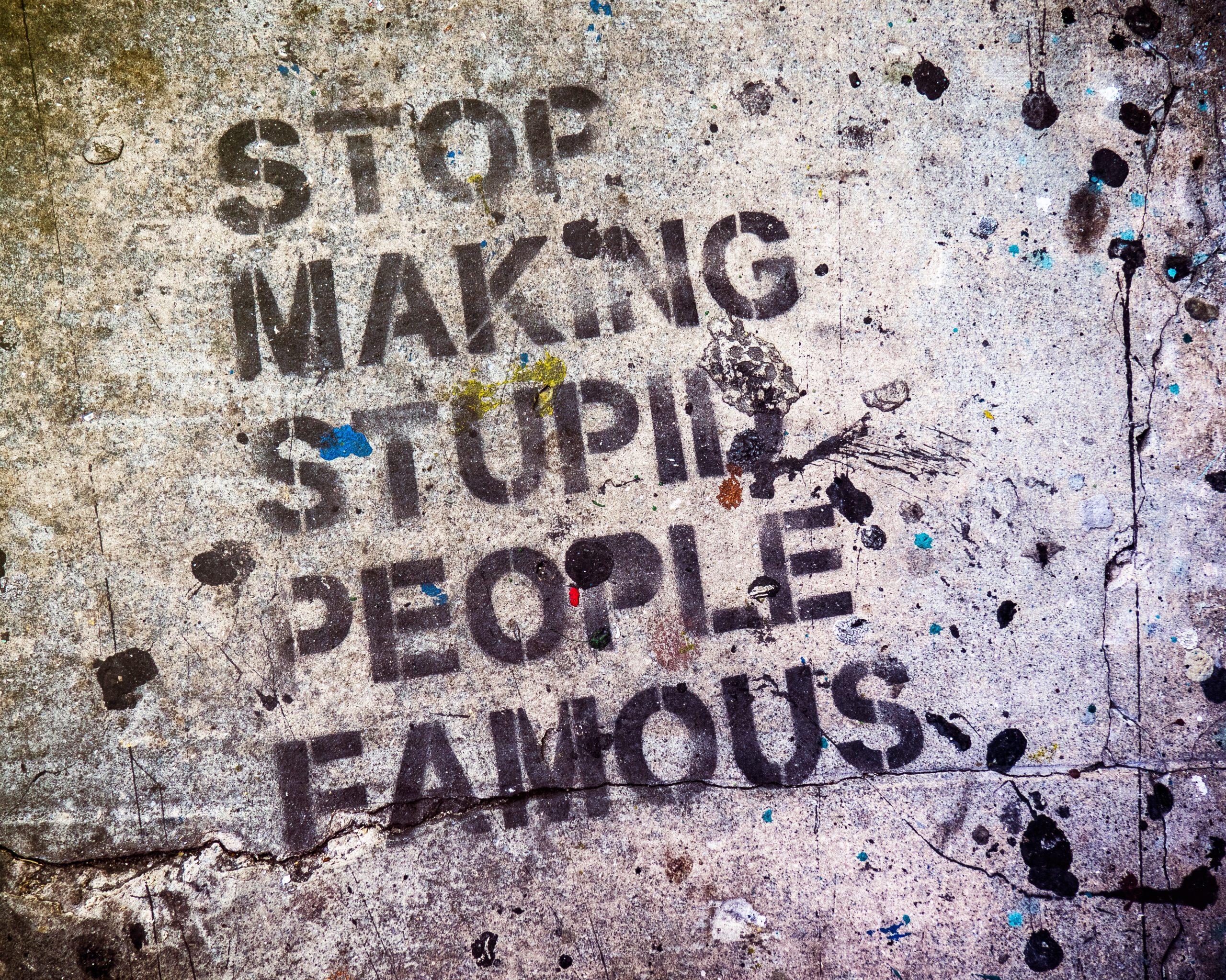 Hej alle. Har du erfaring med, at din ejendom bliver overmalet med graffiti? Så skal du læse med omkring fjernelse af graffiti i dag.